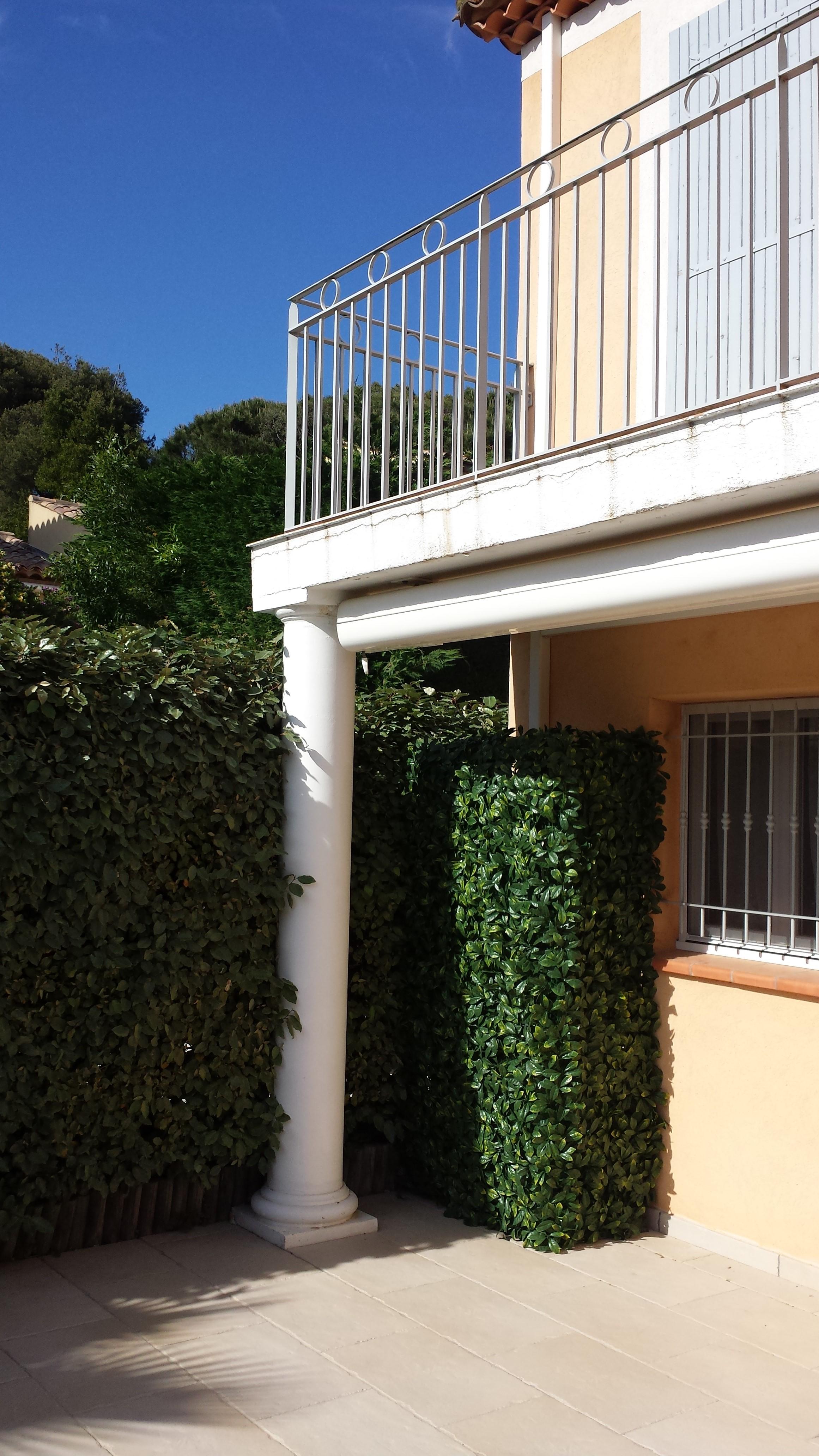 Protection climatiseur exterieur mod le buisson plusieurs for Protection climatiseur exterieur